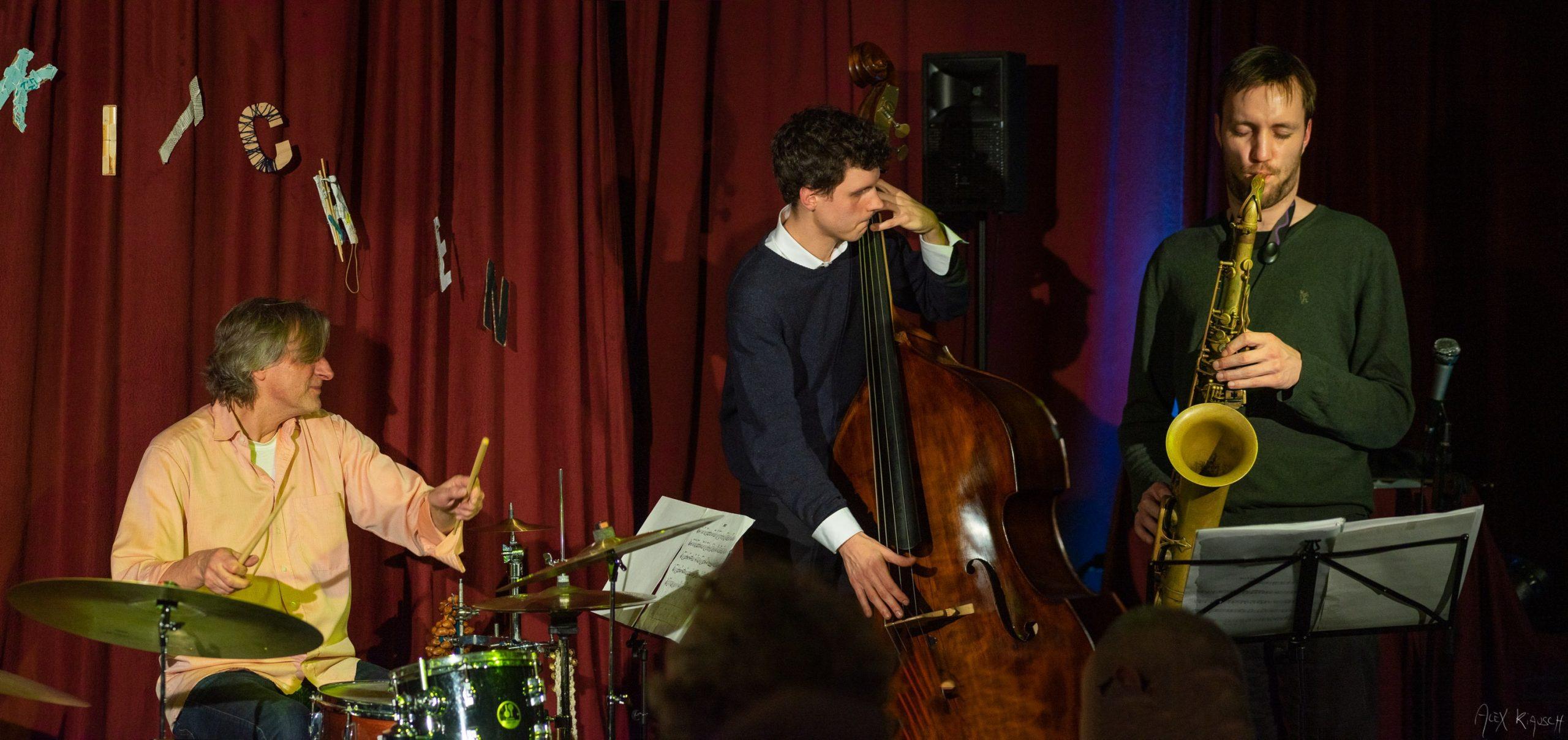 30.06 / 20:25Uhr Coatless Trio